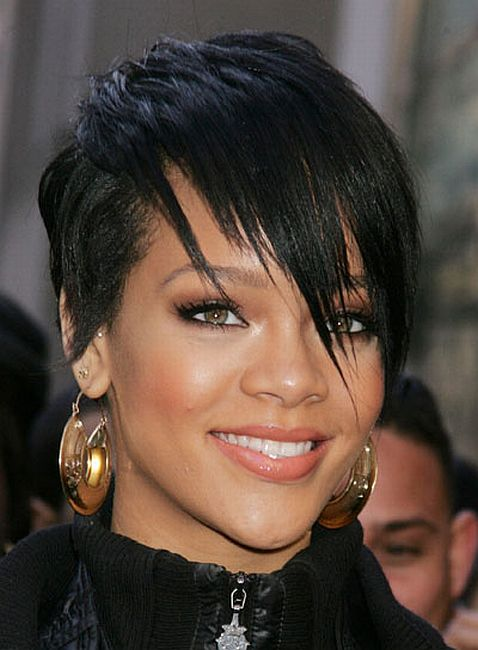 http://riverdaughter.files.wordpress.com/2009/02/rihanna-emo-punk_1333.jpg
