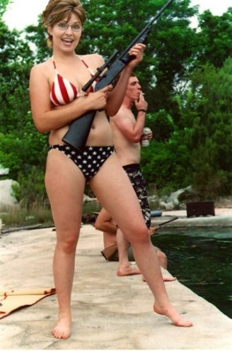 http://riverdaughter.files.wordpress.com/2009/06/sarah-palin-bikini-photo-fake1.jpg