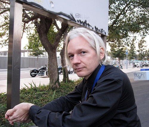 http://riverdaughter.files.wordpress.com/2010/07/wikileaks-julian-assange.jpg
